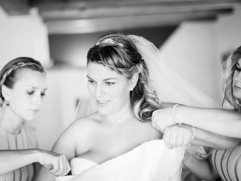 Ankleide-Braut-Hochzeit