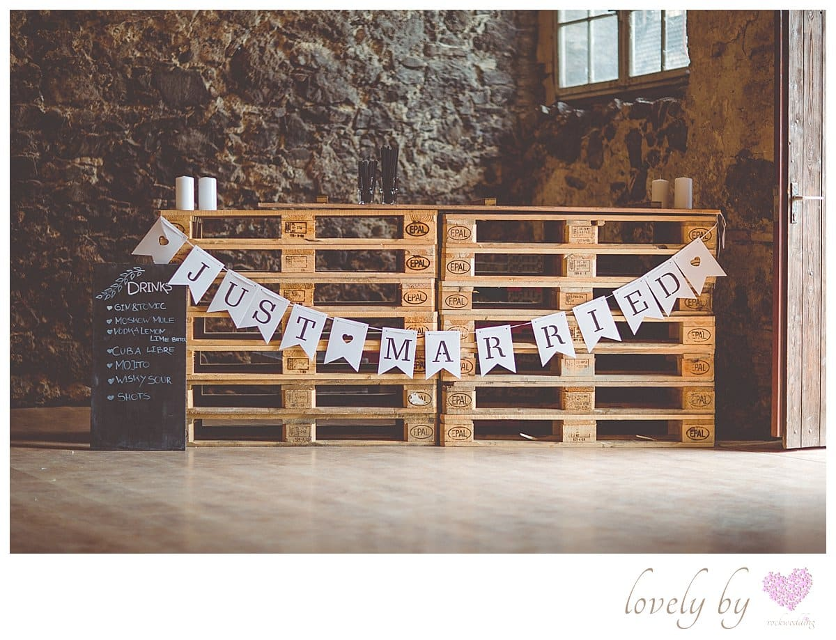 Die Gartenparty zur Hochzeit von Sylvia und Nicholas in Burkheim am Kaiserstuhl Bohostyle Real wedding designed and organised by Anna-Maria Rock rockwedding Palletnbar