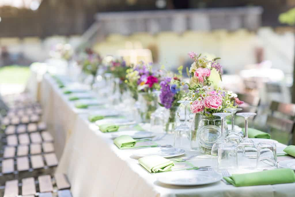 tische hochzeitsplanung dekoration deko blumen floristik