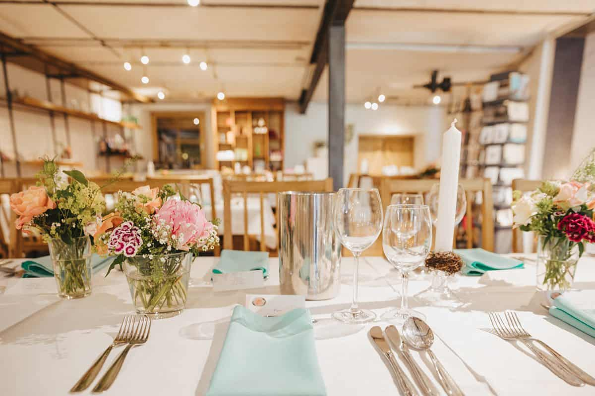 Hochzeitlich gedeckter Tisch in Bahlingen.