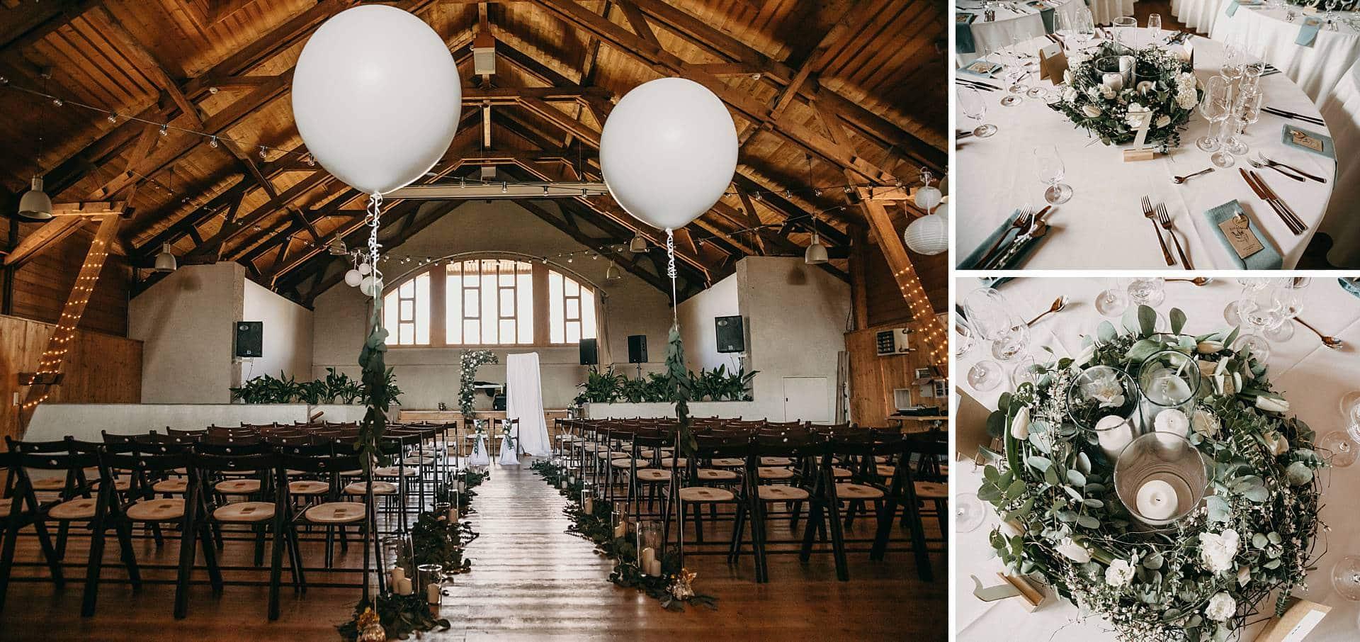 Hochzeitlich dekorierter Raum für die Hochzeitsgäste und das Brautpaar.
