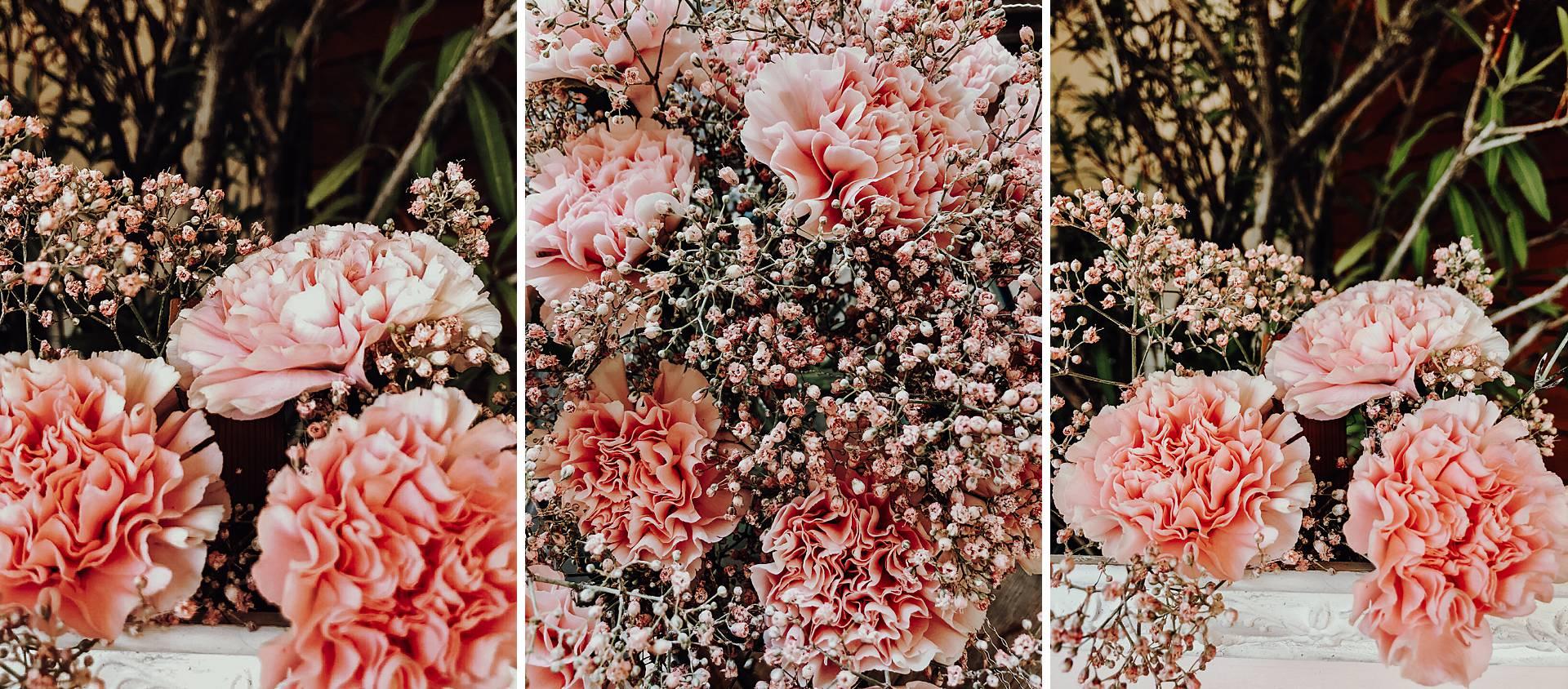 Ein Blumenstrauß in rosa Farbtönen.