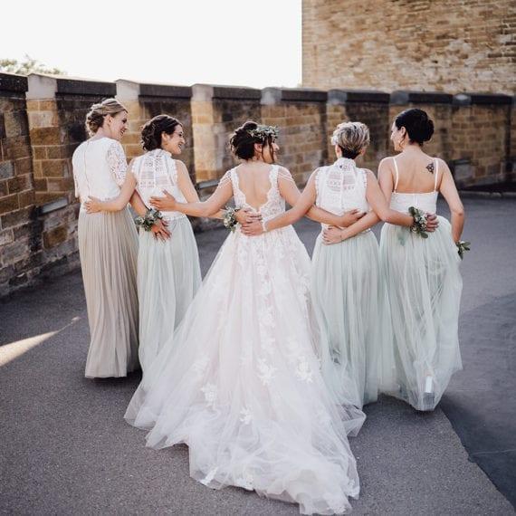 Die Braut mit ihren Brautjungfern.